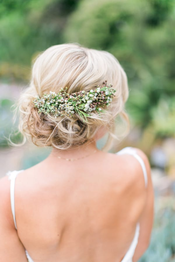 Цветы на волосы