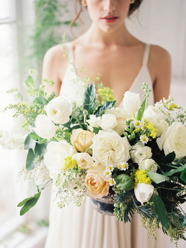 tiffany-siladke-foraged-floral-yellow-and-white-wedding-flowers-oregon-flowerona
