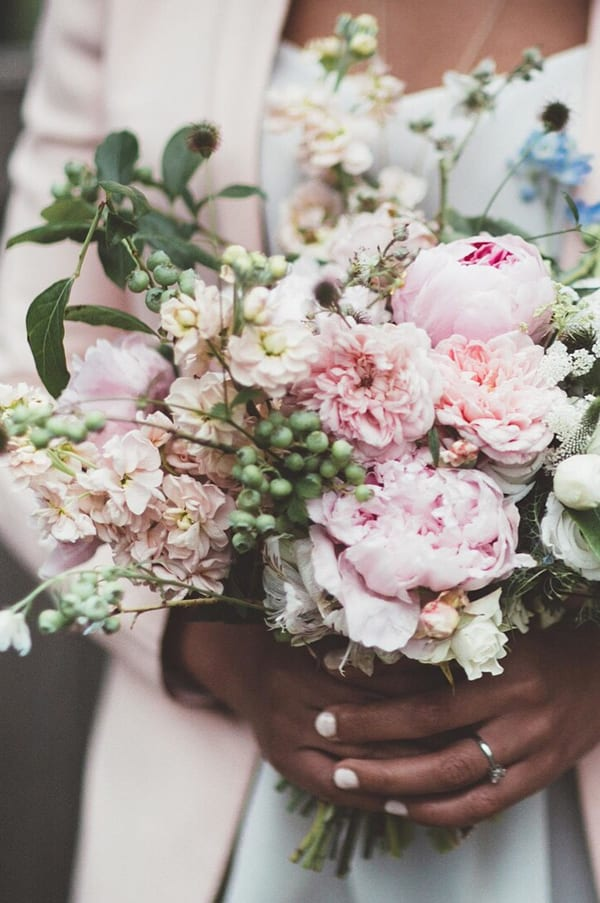 jennifer-pinder-floral-styling-photo-by-maryanne-weddings-flowerona-1