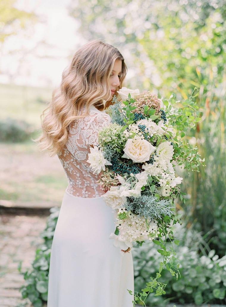 White and green bridal bouquet | Photographer ROMINA SCHISCHKE FOTOGRAFIE|Florals DARIO BENVENUTI
