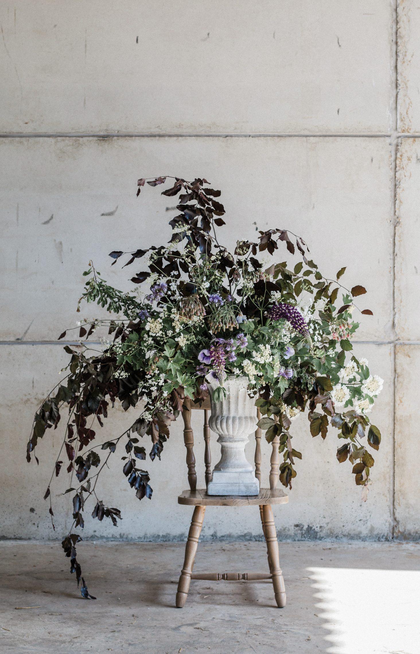 Your Signature Floristry Style Rona Wheeldon Flowerona - Natural Floral Run Design